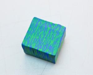 Je puis empiler les 6 pièces, il équarrir, et de le transformer pour que le côté avec les rayures irrégulières courts vers le haut.