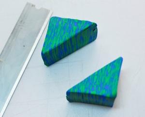 J'ai coupé ce carré sur la diagonale (coin à l'autre) pour faire 2 triangles rectangles.