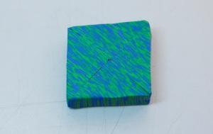 J'ai alors mis les 2 moitiés ensemble pour faire un carré avec des rayures en diagonale.