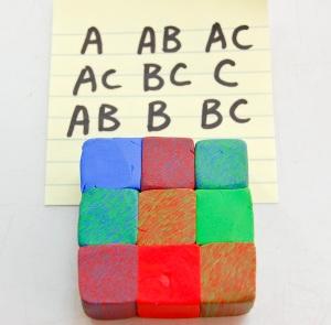 J'ai maintenant organiser les blocs pour faire un '9 patch 'carré. Assurez-vous que les rayures diagonales sur le bloc de combinaison de couleur vont tous dans la même direction! Ce n'est pas aussi facile que vous pourriez penser, l'entrelacement est subtile.