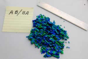 Je hacher couleurs AB en petits morceaux à l'aide de ma lame d'argile